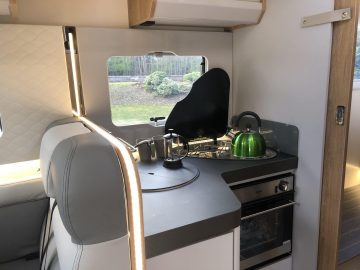 Campervan-rental-kitchen-comfort